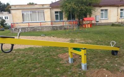SU10 Balansinės supuoklės Temidė, 405x74x h 95cm, dažytos, klijuota mediena. Kaina nuo 250 Eur