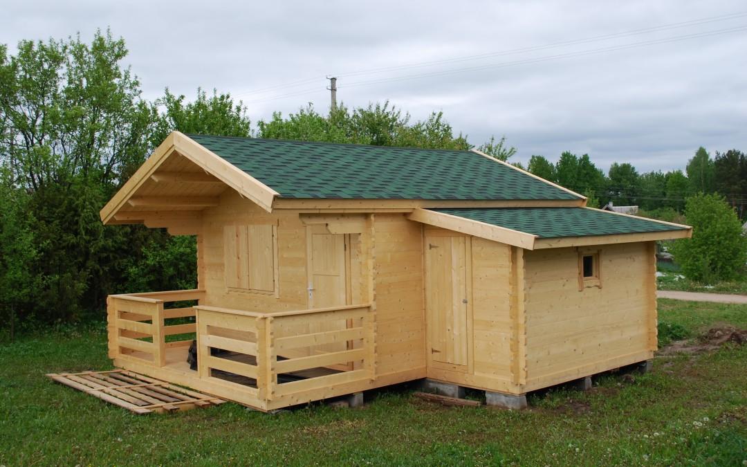 Sodo namelis su sandėliuku, 400x400 cm, sienos storis 44 mm, sandėliukas 150x300 cm