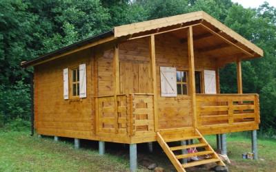 Sodo namelis 500x400 cm, dvišlaitis, veranda – 150 cm, sienos storis - 44/60/90 mm
