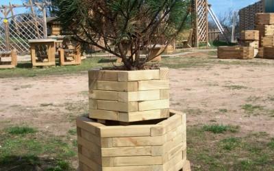 Šešiakampiai mediniai gėlių vazonai, diametras 38, 45 58 cm