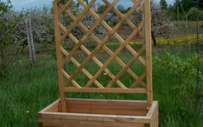 Medinis gėlių vazonas Erika  45x100x45 cm su Digo tvoros skydu  90x120 cm