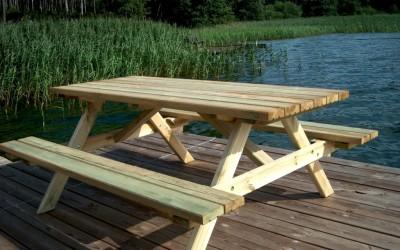 LB03 Piknik stalas 170x73cm, stalviršis 42mm, su atlenkiamais suoliukais, impregnuotas giluminiu būdu. Kaina nuo 116 Eur
