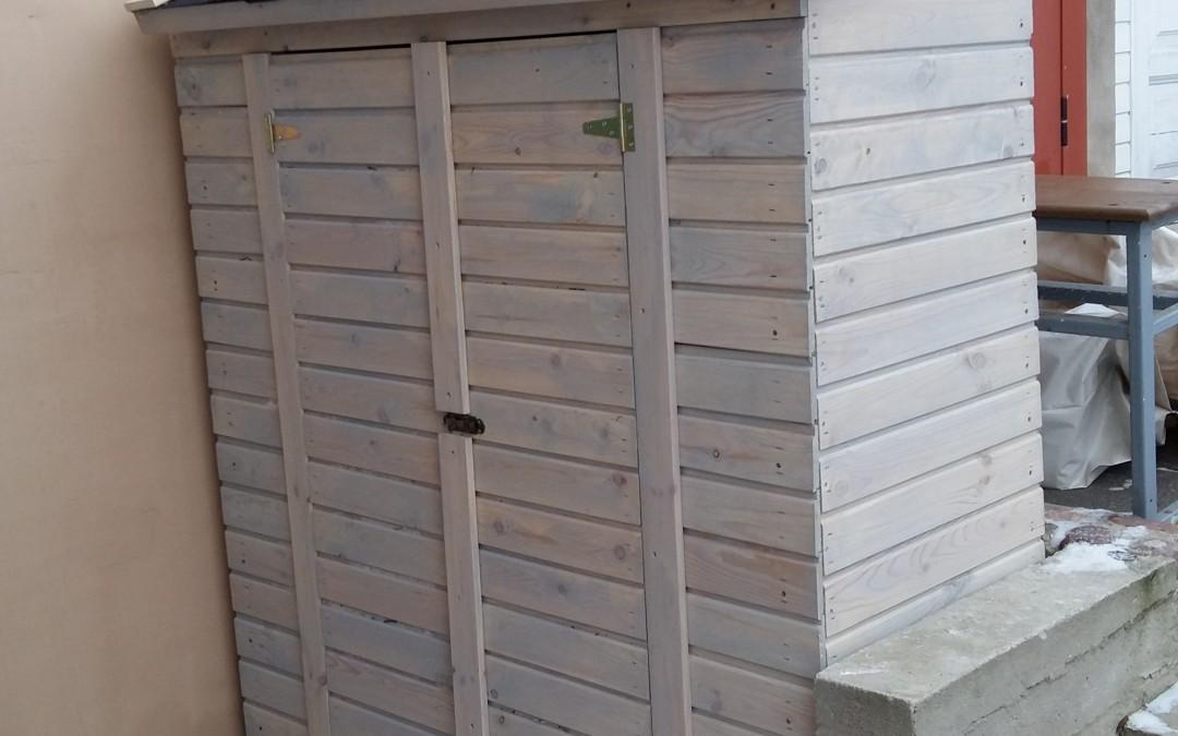 IN10 - Įrankių namelis vienšlaitis 60x180x180/210 cm, sienos storis 19mm, be grindų, su bitumine čerpele, dažytas. Kaina nuo 300 Eur
