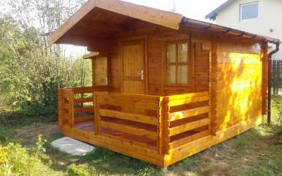 SN07 Sodo namelis Canada su sandėliuku 300x300 cm, veranda-120x300 cm, sandėliukas 160x240x181cm, siena 28 mm, nedažytas. Kaina su surinkimu nuo 3800  Eur