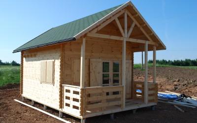 SN13 Sodo namelis 450 x 450 cm su 150 cm pločio veranda, siena 44 mm, dvišlaitis, pusantro aukšto, medinės dalies kaina - nuo 3900 Eur